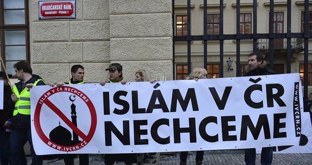 Blok Proti Islamu В ходе демонстраций 17 ноября в Праге полиция задержала около 20 человек