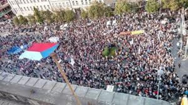 Demostrace proti Babisove 2019 Демонстрация в Праге против премьера Бабиша