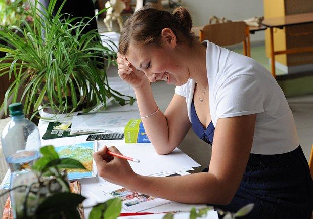 Марцел Хладек во вторник сообщил, что его команда готовит единые вступительные экзамены для средних учебных заведений