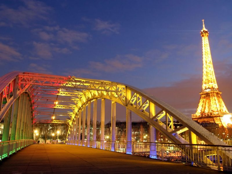 Francia Pariz Отпуск во Франции проведет на 30 процентов меньше чехов, чем ожидалось ранее