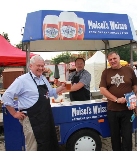 Pivo Maisels Weisse Karel Новости Чехии фестиваль посольств пиво