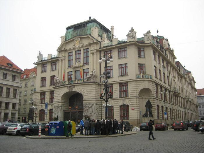 Praha Administrace На крыше здания администрации Праги будет пасека