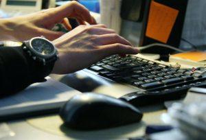 Programmist Kompjuter Правительство намерено упростить трудоустройство квалифицированных украинцев в ЧР