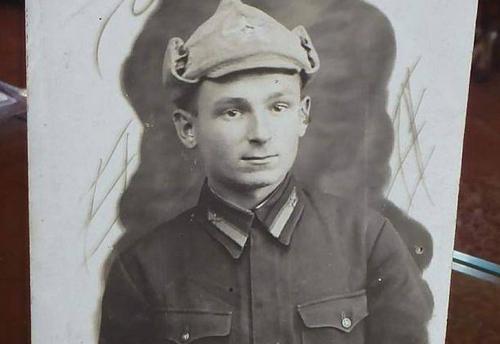 Soldat Stashko Vasilij Alekseevich Пилот Красной Армии Василий Алексеевич Сташко – уроженец Украины. 27 апреля 1945 года двадцатитрехлетний летчик погиб в Чехии