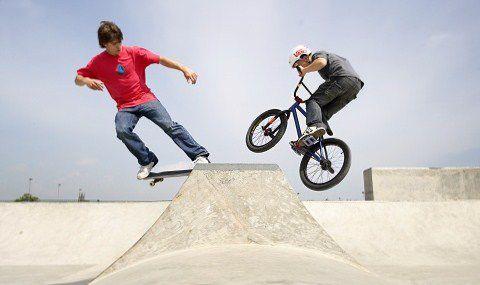 В пражских Высочанах открылся новый скейтпарк