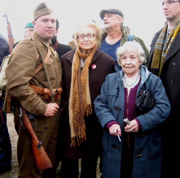 Дочь Людвига Свободы Зое Клусакова-Свободова (в центре) и дочь Н.Ф. Ватутина Елена Николаевна Ватутина (справа)