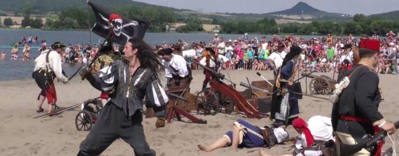Ustek-dobyvani-jezera-chmelar-piratsky-den Новости Чехии пиратский день