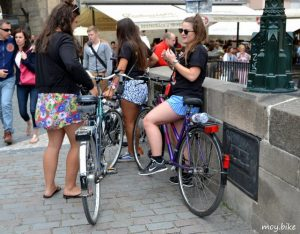 Velosipedy i devushki Велосипедисты в Чехии