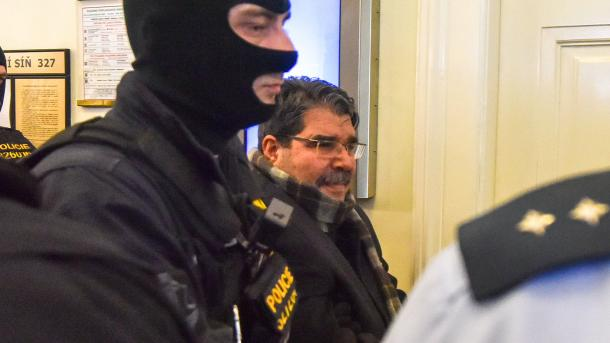 Zaderzeni Muslim Salih kurd V Praze Новости Чехии задержание Салиха Муслима