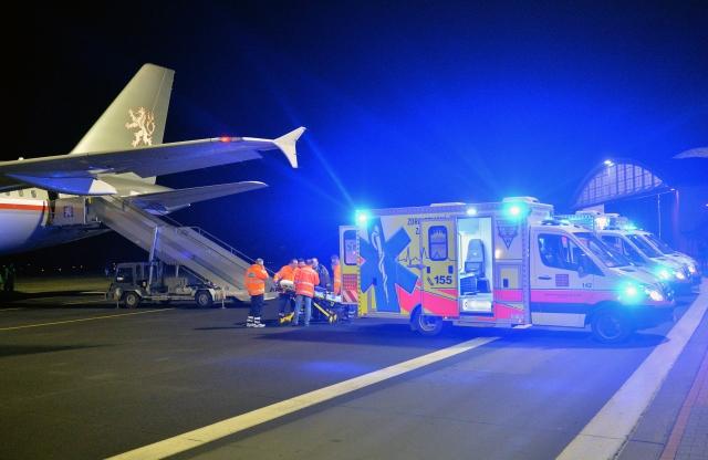 Доставка раненых украинцев, их привезли на лечение в Чехию